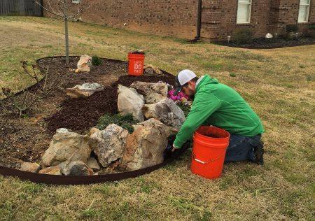 Landscaping Weed Pulling Benton, Arkansas